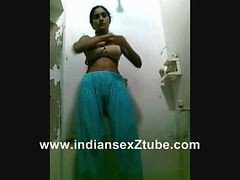 20yers Punjabhi Collage Girl Nude Shower Show For Lover Request