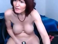 busty mature in stockings dildoing her pussy on webcam
